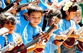 Children play ukuleles