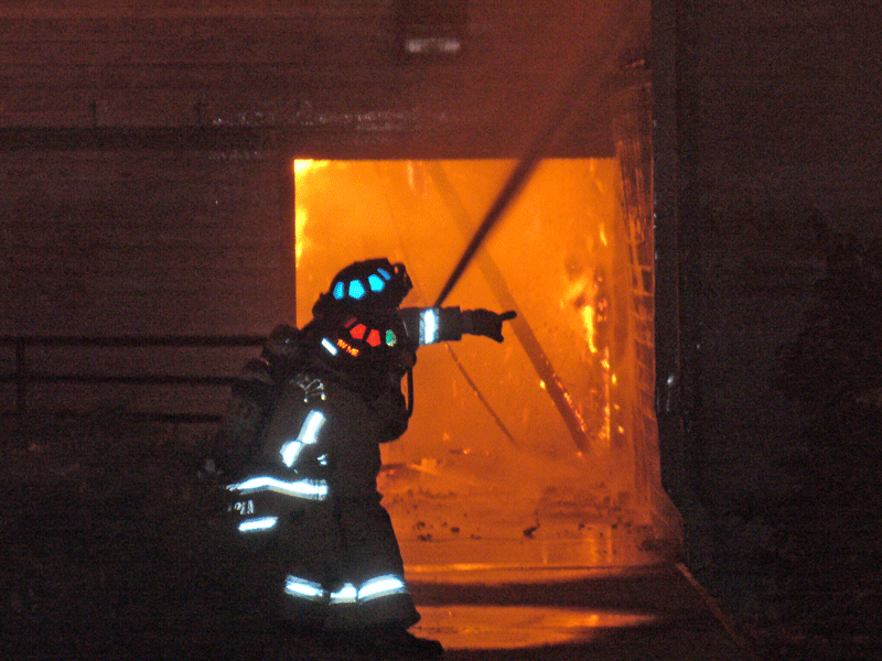2007 boat house fire look closely into the inferno