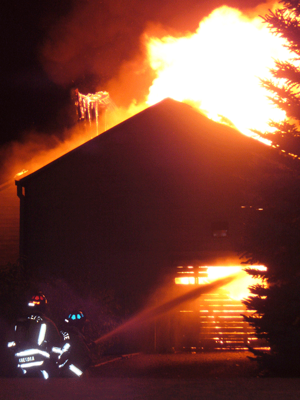 2007 boat house fire shooting straight stream at the seat of the fire
