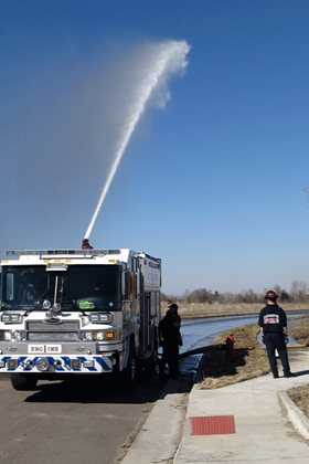 2012-Engineer training Lt. Garrett and deck gun