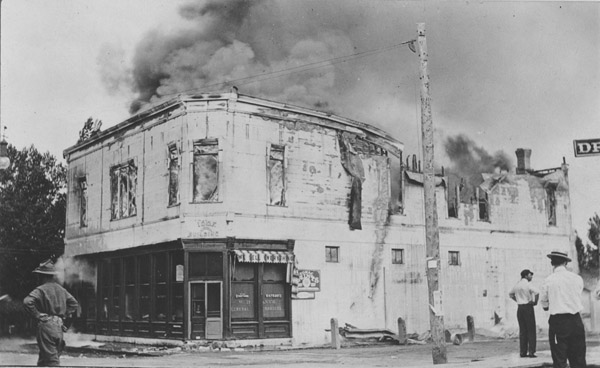 Side-front view of the burning W. H. Frantz store