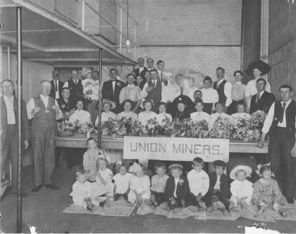 Sixteen union miners jailed in Denver, visited by wives and family, June 1911