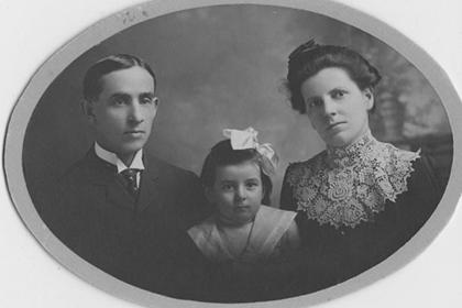 Formal portrait of Ira, Mary Jane and Ruth Gwinnup