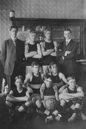 Lafayette High School basketball team in 1909