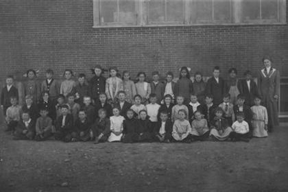 Group picture of grade school children in Lafayette