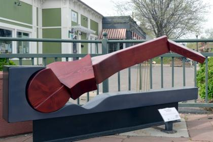 The Reclining Guitar